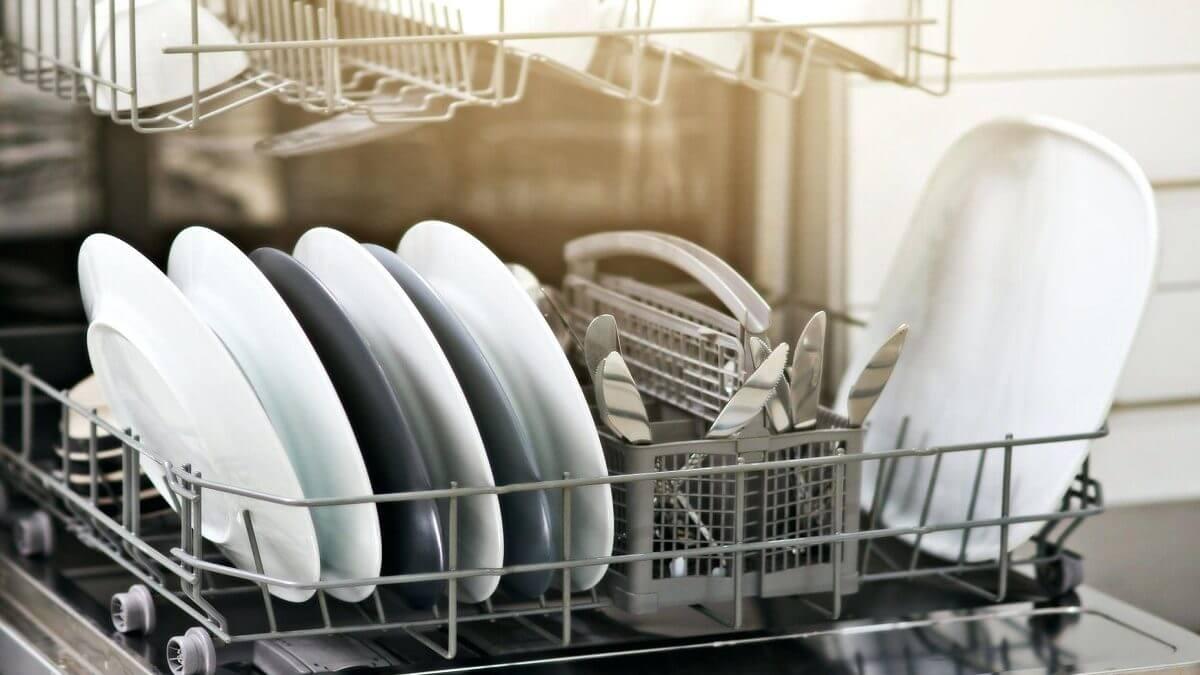 مهم ترین دلایل خشک نشدن ظروف در ماشین ظرفشویی
