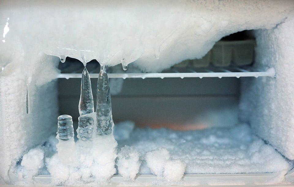چرا یخچال برفک میزند؟