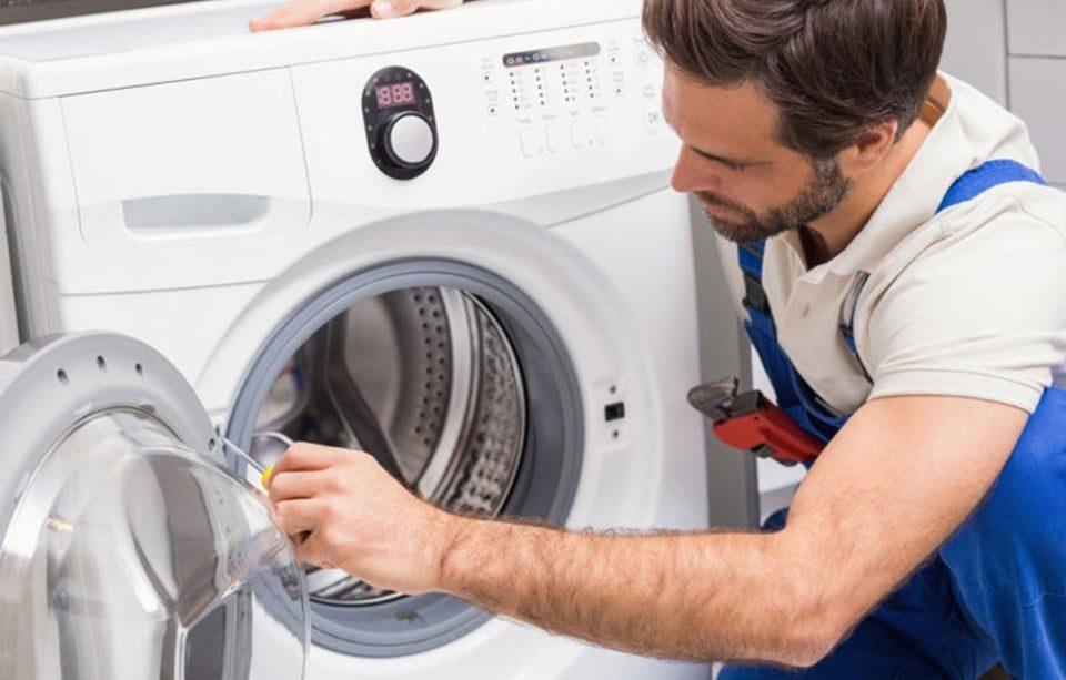 علت قفل شدن درب ماشین لباسشویی چیست؟