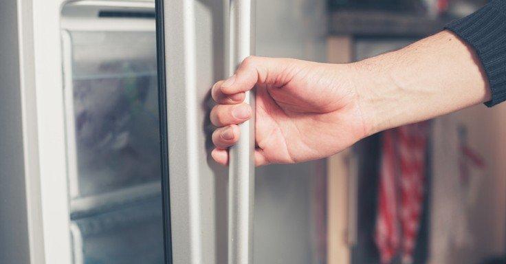علت برق داشتن بدنه یخچال چیست؟